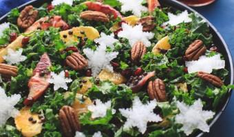 Grønkålssalat med appelsin, belugalinser og pekannødder