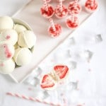 Skyr-is kugler og skyr ispinde med jordbær