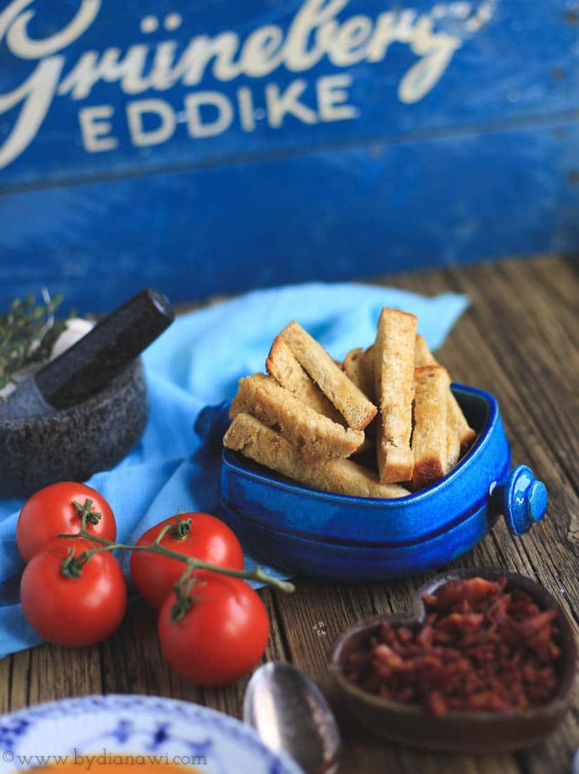 tomatsuppe, ovnbagte tomater, brødfritter
