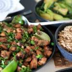 Kung Pao chicken opskrift med lynstegt bok choy og nudler