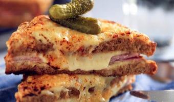 Croque Monsieur og Croque Madame – opskrift på de bedste sandwich med ost og skinke