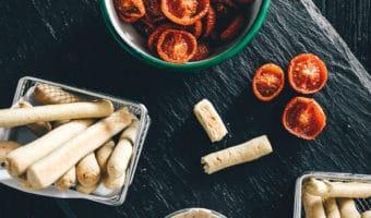 Fetadip med ovnbagte tomater og basilikum