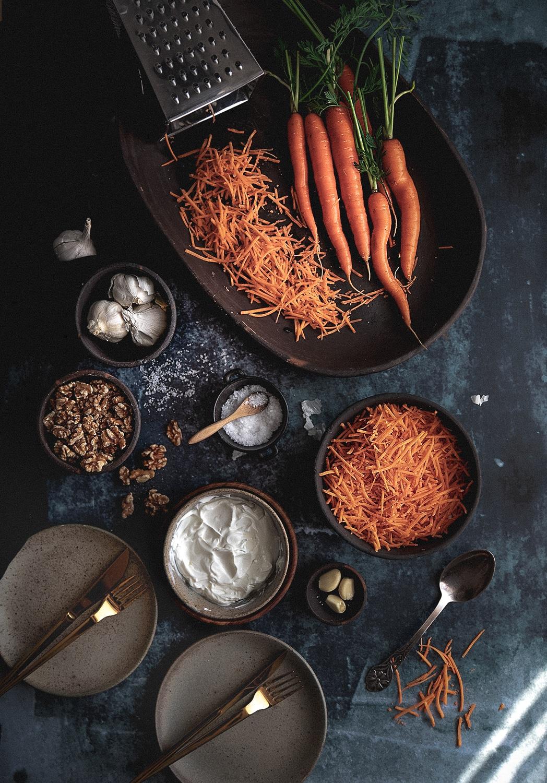 gulerodssalat, råkost, sund salat, salat med gulerødder, hvidløg, valnødder